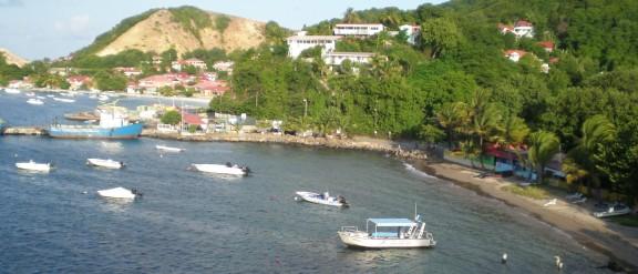 Plage polluée de L'Anse à Gillot