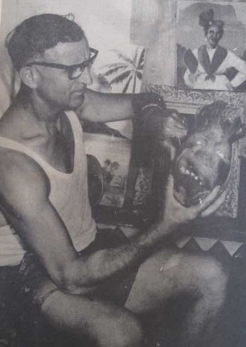 Charles Triclot dans son atelier du Gosier (Document France Antilles)