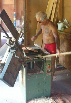 Alain au travail dans son chantier