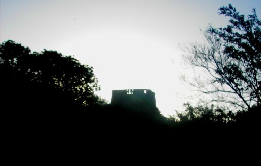La Tour émerge de la nuit