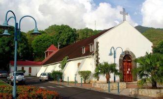 Église de Bouillante où Le Père Offrédo fut curé avant d'être affecté à Terre-de-Haut