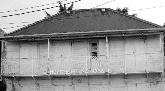 Appartements de la gendarmerie : lieu de RV de Lucien et Geneviève