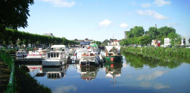 Le port de plaisance Montceau-les-Mines sur le Canal du Centre