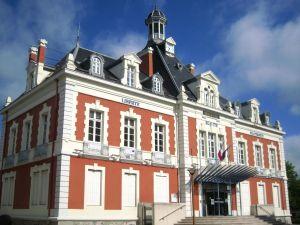 Mairie de Montceau-les-Mine où Ch. Mathos exerce les fonctions de conseillère culturelle