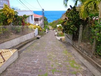 Route menant à la baie de Petites Anses