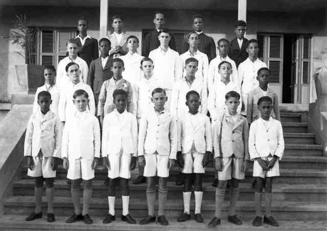 Séminaristes à Blanchet autour du Père Magloire 1939 - © photo CATAN- Guadeloupe