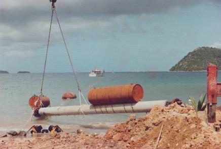 Mise en place de la conduite d'eau entre TDH et la Guadeloupe . Ph. Chantier