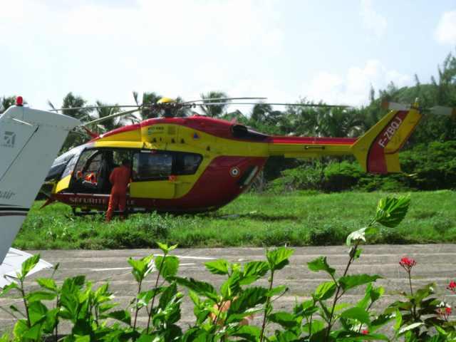 Hélicoptère Dragon de la protection civile basée en Guadeloupe - Ph. R. Joyeux