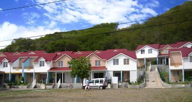 Logement sociaux à Vieille Anse Terre-de-Haut - Ph R. Joyeux