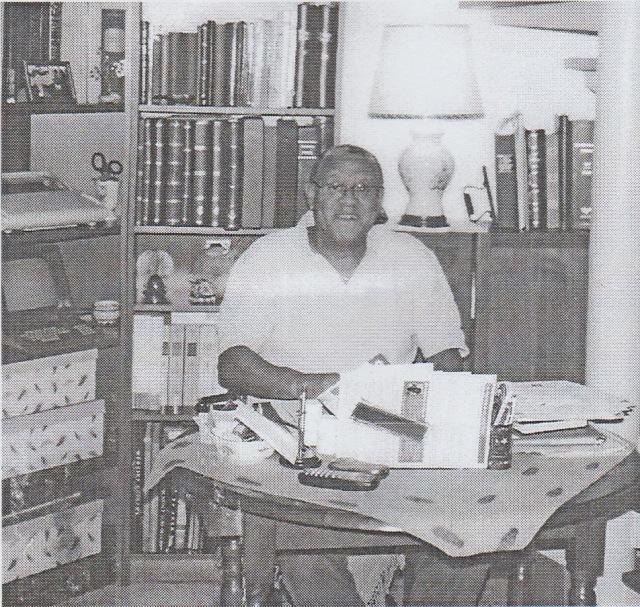 Yves Espiand, chez lui, dans le Midi de la France - Pho du livre d'Esculape à Thémis, édité à compte d'auteur.