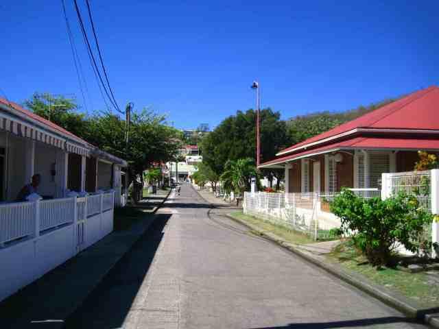 Une rue actuelle de Terre-de-Bas - Ph. R. Joyeux