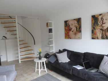 Le salon de notre logement à Amsterdam. Ph. R. Joyeux